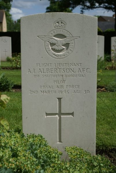 Grave of Flight Lieutenant Arthur Ian Albertson AFC at Cambridge City Cemetery