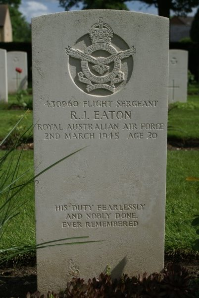 Grave of Sergeant Robert James Eaton, Royal Australian Air Force, at Cambridge City Cemetery