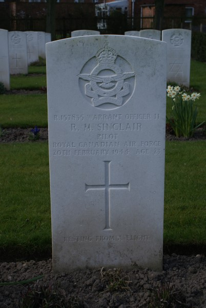 Grave of Robert Meade Sinclair at Chester Blacon Cemetery, killed in the crash of Airspeed Oxford Mk.II X7064 on Moel y Gamelin, Llangollen, Denbighshire